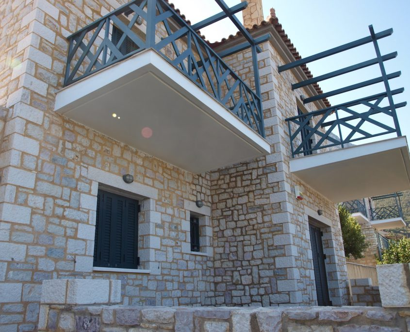 Immobilie-Kyparissia-Außenansicht-Balkone